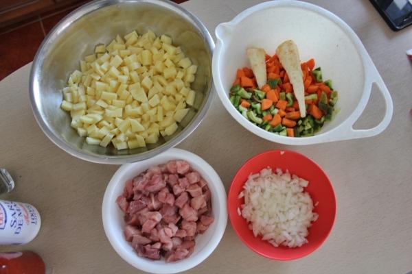 ciorba de cartofi cu carne de porc