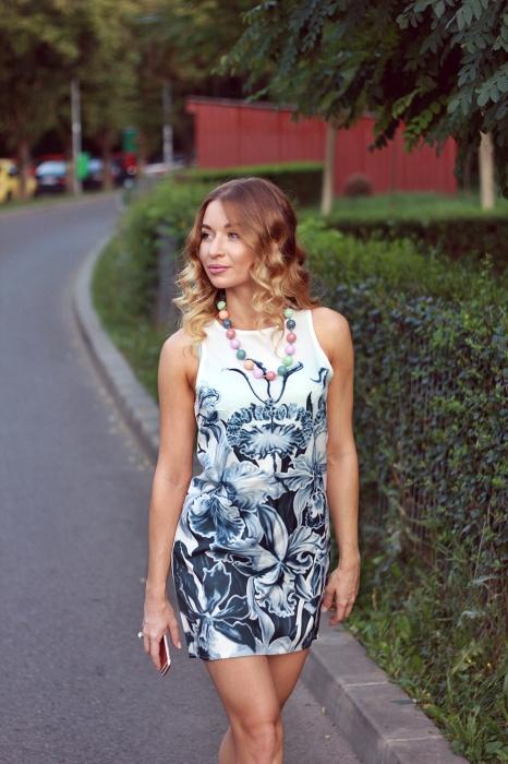 rochie alba cu imprimeu